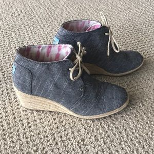 Toms wedge shootie / bootie size 9.5. Chambray